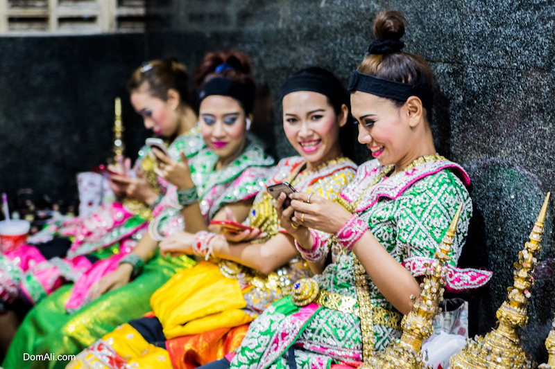 women, dancers, cell, phone, mobile, Thailand, Bangkok, Buddhism, worship, religion, modern, contemporary, life, globalism, globalization